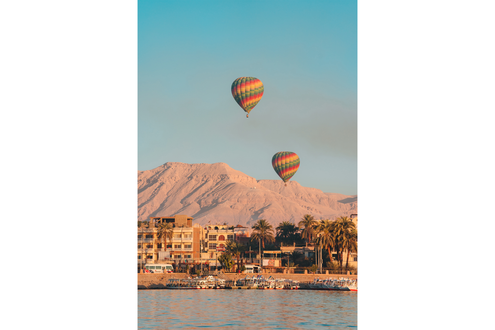 hot air ballon over coastal town alpha 7RIII