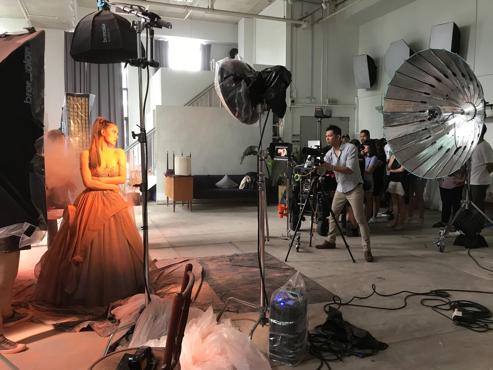 Behind-the-scenes of Nicky Loh's shoot with Sony Alpha 7R IV. It supports remote operation for a more efficient workflow.