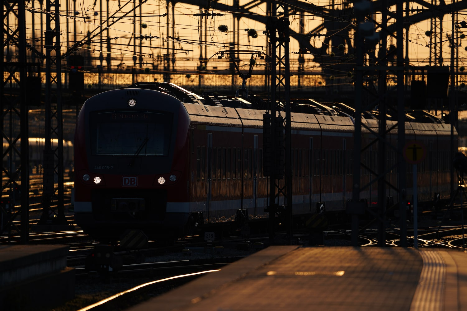 moving-train-in-the-golden-hour-alpha-7III